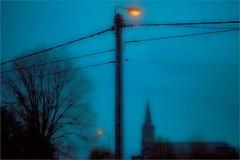 LA BELGIQUE • dans les Ardennes (bert • bakker) Tags: daverdisse lamppost church tree village dorp lamp boom kerk ardennen belgië belgium night avond nikon85mm18g