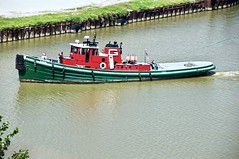 Tug Illinois (THE RESTLESS RAILFAN) Tags: tugboat tug boat water river cuyahoga green red flag