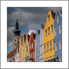 Bunte Fassaden (Colorful facades) (alfred.hausberger) Tags: schärding fassaden farbenfroh kirchturm stadtplatz
