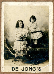 "The Twins (Arne Kuilman) Tags: marketing kaartje advertentie klassiek dutch nederlands advertising ""40mmx60mm"" card karton photo foto sepia dejongscacaochocolaad"