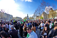 547 Paris en Mars 2019 - les Algériens manifestent Place de la République (paspog) Tags: paeis france placedelarépublique mars march märz 2019
