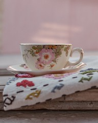 Compartiendo un té... (Irene Carbonell) Tags: teatime tea vajillaantigua vajilla tazadete cotidiano home