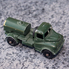 1959 Matchbox No 71 Austin 200 Gallon Water Truck (Davydutchy) Tags: matchbox lesney moko diecast scale schaal model jongen boy jungen toy speelgoed spielzeug jouet car auto automodel modell militair military militär army leger heer groen green grün austin 200 gallon water truck tanktruck lorry vrachtwagen vrachtauto 71 71a april 2019
