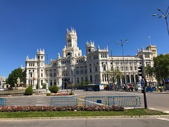 Palacio de Cibeles (Marc Sayce) Tags: cibeles plaza square palace palacio madrid spain españa spring april 2019