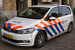 Politie Amsterdam (Martijn Groen) Tags: amsterdam noordholland thenetherlands nederland netherlands europe police politie lawenforcement emergency vehicle car policecar volkswagen vw touran