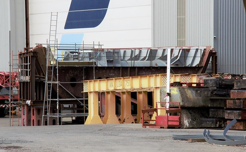 Hull 802 bow thrusters