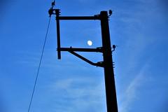 Dans la lucarne (oletourn) Tags: 2018 reivilo canon lune nuit ciel bretagne