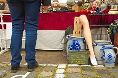 Still Standing (RadarO´Reilly) Tags: heusden noordbrabant niederlande nl markt market flohmarkt fleamarket füse beine feet legs street streetphotography