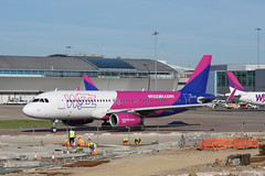 HA-LYR Luton 14-05-19 (IanL2) Tags: wizzair airbus a320 halyr luton airport aircraft airliners