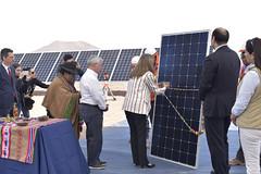 Foto41 (Intendente de Tarapacá) Tags: intendente quezada y ministra de energía participaron en la instalación los 1ros paneles fotovoltaicos granja solar 22052019