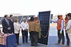 Foto39 (Intendente de Tarapacá) Tags: intendente quezada y ministra de energía participaron en la instalación los 1ros paneles fotovoltaicos granja solar 22052019