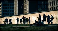 The Wall (kurtwolf303) Tags: berlin deutschland gebäude mauer nikond5500 personen silhouetten dunkel kurtwolf303 germany nikon people streetphotography wall buildings urban