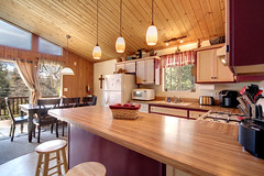 Kitchen & Dining Area (junctionimage) Tags: 789 silvertip