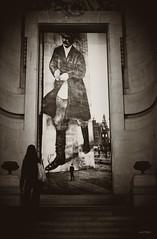 Au pays des Soviets. (LACPIXEL) Tags: rouge art arte utopie utopia soviet urss exposition exposicion musée museo museum grandpalais paris staline portrait femme mujer woman escalier sony flickr lacpixel