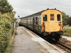 6L 1013 departs from Winchelsea on 5th August 1985, with the 12:40 service from Ashford to Hastings. (SRDemus) Tags: rye sussex dieseltrain hastingsunit demu marshlink winchelsea 6l 1013