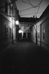** (Koprek) Tags: konicahexaraf ilfordhp5 film analog nightlight nightwalk streetphotography stphotographia