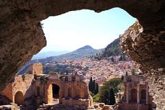 Syrakus - Sizilien (Mariandl48) Tags: syrakus sizilien italien antikenruinen römischeamphitheater stadt küste