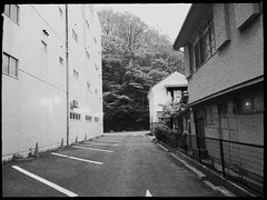This narrow space is a parking lot. (U-ichiro1003) Tags: street snap iphonese hipstamatic