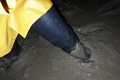 Splodging (essex_mud_explorer) Tags: waders rubber boots rubberboots rubberwaders thighwaders thighboots cuissardes watstiefel black coarsefisher hunter gates uniroyal mudflats muddy matsch schlamm estuary splodging wadingthroughmud walkinginmud mudwalking