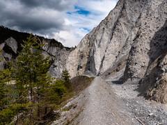 Ruinaulta (oonaolivia) Tags: ruinaulta rheinschlucht rhinegorge graubünden grisons schweiz switzerland felsen rocks landschaft landscape nature wolken clouds walking hiking