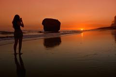 Moments (jantoniojess) Tags: matalascañas playadematalascañas sunset ocaso atardecer atardecerenlaplaya beach silhouette silueta tapóndematalascañas reflejosenelagua reflejos nikond5200 nikon andalucía huelva españa spain landscape