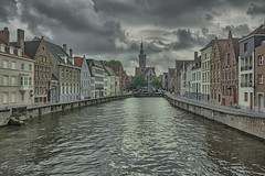 amenaza lluvia - a hard rain is gonna fall (R.Duran) Tags: canal channel nubes clouds nublado overcast brujas brugge belgica belgium belgique europa r europe nikon d7200 sigma1020mm hdr photoshop