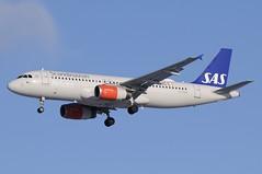 OY-KAW (LIAM J McMANUS - Manchester Airport Photostream) Tags: oykaw sk sas scandinavian sasscandinavian scandinavianairlines airbus a320 320 airbusa320 manchester man egcc