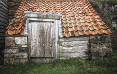 wonky shed | Lindisfarne Island | Northumberland (Weir View) Tags: photo intimatelandscape texture stone wood uprights horizontals wonky shed lindisfarneisland northumbria england