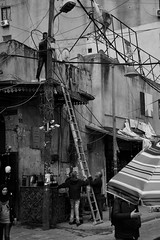 Sense seguretat en el treball al mig del carrer, Trípoli, Líban. (heraldeixample) Tags: manteniment mantenimiento seguretat seguridad safetywork heraldeixample líban líbano lebanon bteddin beiteddine palau palace palacio museu museum museo emir arquitectura architecture architekture pensaernïaeth 架构 arkitektur architettura สถาปัตยกรรม arkitetturaworksafety seguretatlaboral seguridadlaboral ngc albertdelahoz