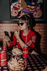 IMG_9594 (Alessandrokelvin) Tags: photoshoot ensaio food cocacola coca eyes model red canon canon6d portrait lanche light sensual oculos cellphone