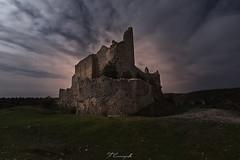 Templar territory (Felipe Carrasquilla Campaña) Tags: largaexposición longexposure noche nubes nocturna night noctambulos ruinas castillo nightphotography fotografíanocturna