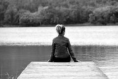 Reflexiones a orillas del lago (Osruha) Tags: banyoles estanydebanyoles gerona girona cataluña catalunya catalonia españa espanya spain relax reflections reflexiones reflexions blancoynegro blancinegre blackandwhite bw bn bnw monocromo monocrom monochrome nikon nikonistas nikond750 d750