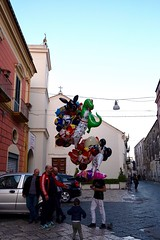 🎈 (AleColamonici) Tags: streetphotography streetphoto street spring afternoon balloons gioia joy child