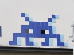 Space Invader PA_1403 (tofz4u) Tags: paris streetart artderue invader spaceinvader spaceinvaders mosaïque mosaic tile pa1403 92 hautsdeseine banlieue grandparis big blue bleu