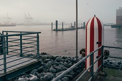 Harbour View (Tom Levold (www.levold.de/photosphere)) Tags: fuji hamburg x100f harbour winter morgen morning hafen wasser elbe nebel fog water