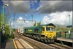 66547, Long Buckby (Jason 87030) Tags: green yellow liner freight freightliner cargo traffordpark felixstowestationpaintfreshskyweathermay2019locoengineshedfedclass 66 gm color jasmine visit station platform northants northamptonshire railways trains