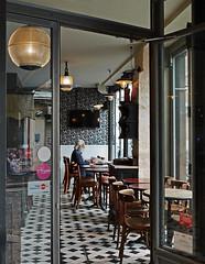Le lecteur (Thierry.Vaye) Tags: paris street shot butteauxcailles panasonic gx7 20mm f17 pancake