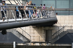 bridge and stairs (Hayashina) Tags: canarywharf london bridge staircase people hss