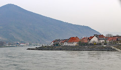 Bend in Danube near Spitz of the Wachau Valley (photo_paddler) Tags: europe austria wachauvalley village day spring color outdoor availablelight