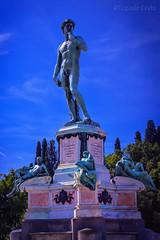 L'omaggio di Firenze a Michelangelo - Florence's tribute to Michelangelo (Eugenio GV Costa) Tags: approvato piazzale michelangelo firenze statua toscana