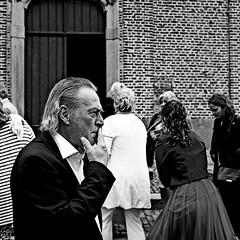 Dépendance (lesphotosdepatrick) Tags: blackandwhitephotography candidshot smoking cigarette fujifilm fujixlovers x100f wedding mariage rejet reject acrosfilm