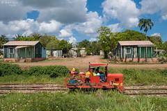 Dorf im Zuckerrohrfeld (ab-planepictures) Tags: dominikanische republik dorf landschaft häuser zug