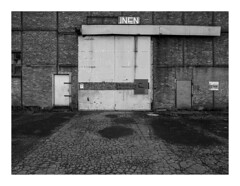 170930_171933_oly-PEN-f_heusden-zolder_de schacht_3/9 (A Is To B As B Is To C) Tags: aistobasbistoc b belgië belgium heusdenzolder deschacht magazijnen magazijnstraat koolmijn steenkool industrialheritage industry industrial brick brickwork wall poort empty limburg steel steelframe bw blackwhite blackandwhite monochrome olympus penf