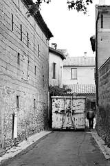 En route ! (lesphotosdepatrick) Tags: streetphotography blackandwhitephotography candidshot container acrosfilm x100f fujifilm fujixlovers saintquentinlapoterie gard gardtourisme