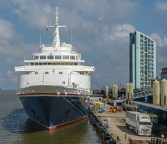 L2019_1053 - Fred Olsen - Black Watch - Liverpool (www.jhluxton.com - John H. Luxton Photography) Tags: 2019 blackwatch england fredolsencruiselines fredolsenlines irishseashipping johnhluxtonphotography leica leicavlux3 liverpoolcruiseterminal liverpoollandingstage liverpoolpierhead merseyside portofliverpool rivermersey uk cruiseship passengership ship shipping ships wwwjhluxtoncom