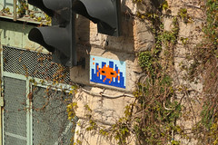 Quai de Jemmapes (PA_499) (Meteorry) Tags: europe france idf îledefrance paris spaceinvader spaceinvaders invader invaderwashere tiles carrelage carreaux mur wall street rue art artderue pixels pa499 canalsaintmartin mirroreyes reactivated reactivation orange blue bleu quaidejemmapes mosaïques march 2019 meteorry