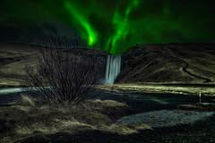 La Caída y la LuzLD (juapero) Tags: naturaleza nature noche night nocturna nightscape aurora islandia iceland juapero