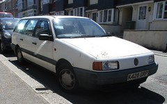 1993 VW Passat 2.0CL Estate (occama) Tags: k426grp 1993 vw volkswagen passat estate 20 cl white old german car cornwall uk high mileage bangernomics