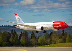 LN-LNE (Skidmarks_1) Tags: lnlne boeing787 norwegianlonghaul engm norway osl oslogardermoenairport aviation aircraft airport airliners