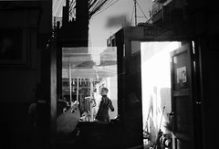 (winn s) Tags: 35mm leicastreet leicam reflection streetphotography blackandwhite filmphotography film leicafilm leicacamera leic leica